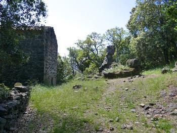 Ruines à côté de la Chapelle