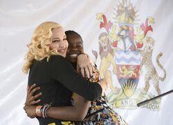 Madonna inaugure l'hôpital pédiatrique de Blantyre au Malawi