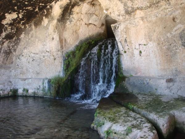 Syracuse, Neapolis, Théâtre grec.Grotta del Muuseion