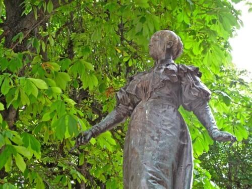 statue femme M. Deraismes