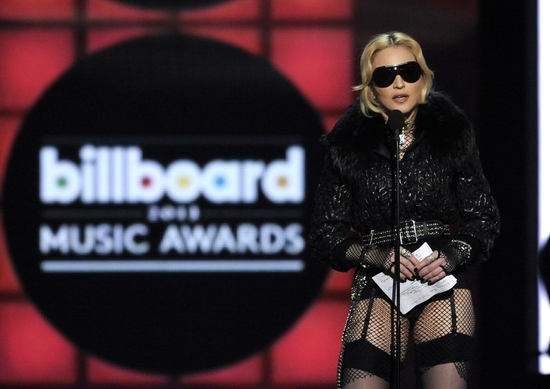 20130520-pictures-madonna-2013-billboard-music-awards-09