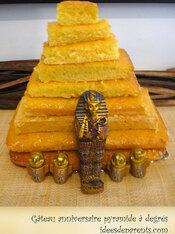 gateau-anniversaire-pyramide-a-degres