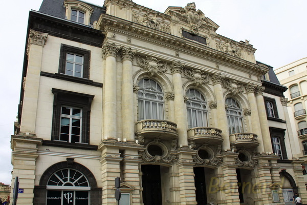 Clermont Ferrand - PLACE DE JAUDE n°12