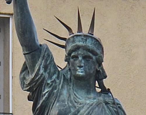 Lunel statue de la Liberté 2