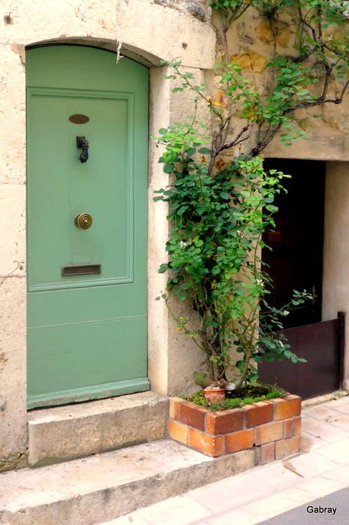 Valbonne: portes, heurtoirs et sculptures ...