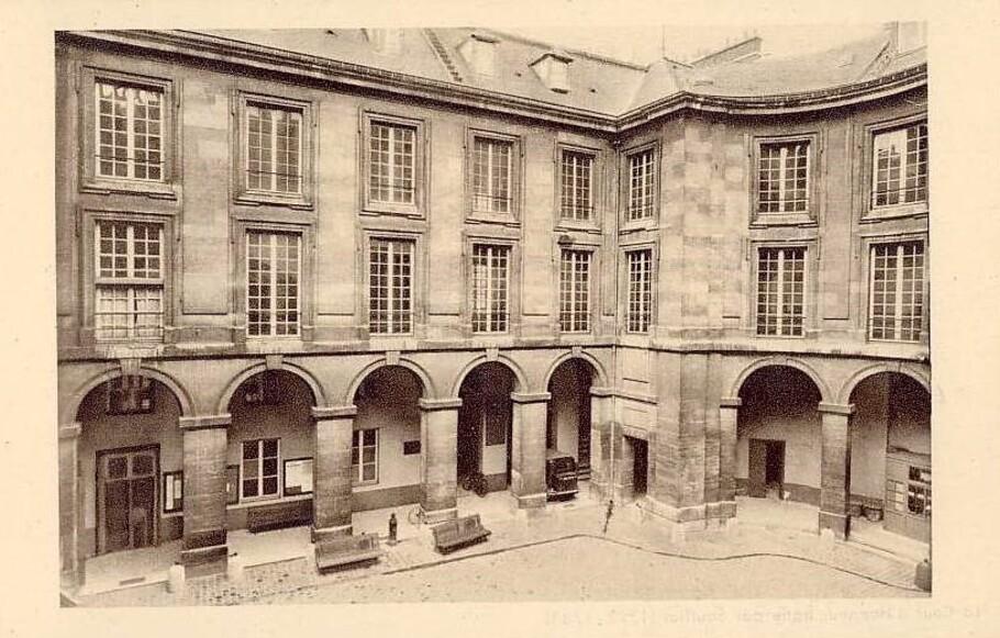 La Cour d'honneur de la Faculté de Droit de Paris, place du Panthéon.