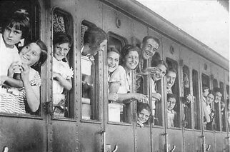 http://mapage.noos.fr/moulinhg01/Histoire/france.19.39/images.france.1930/train.conges.jpeg