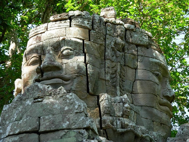 Les temples célèbres .. Le temple aux mille visages ... cambodge 2014
