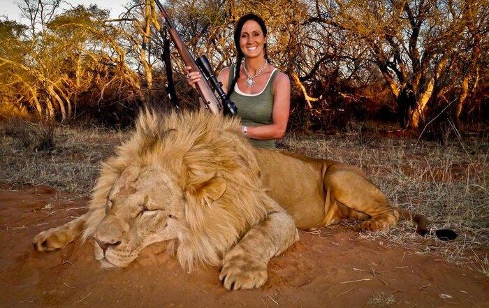 USA : Une chasseuse de lion dans la ligne de mire des internautes