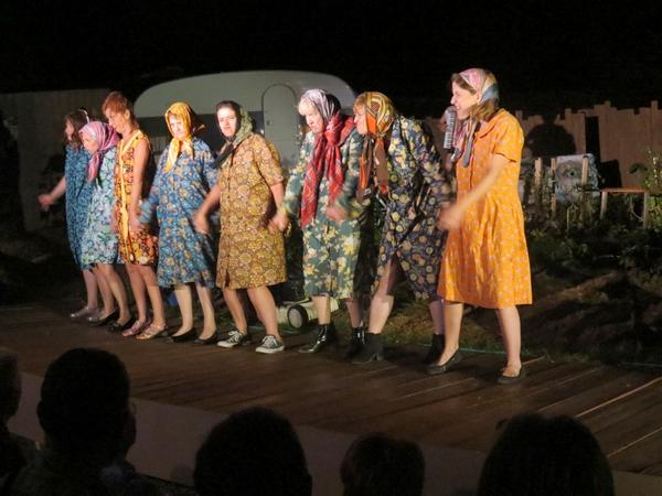 """""""Les radis rikikis de Kiki """" ont fait la joie des spectateurs, dans le jardin potager de la Compagnie des Gens !"""
