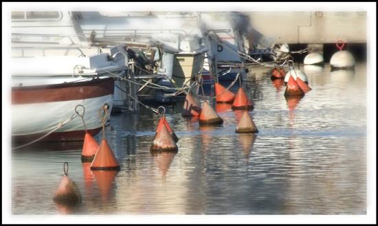 bouées dans le port de Valras