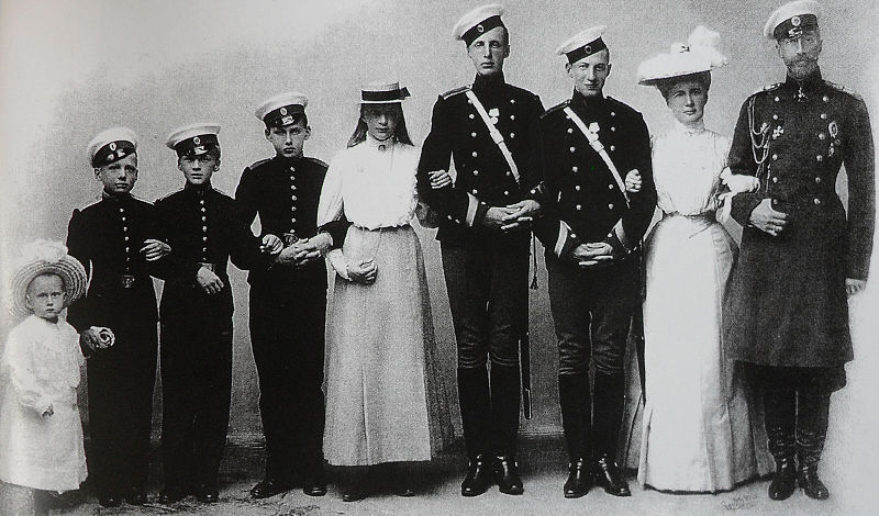 File:The Family of Grand Duke Konstantine Constantinovich of Russia.JPG