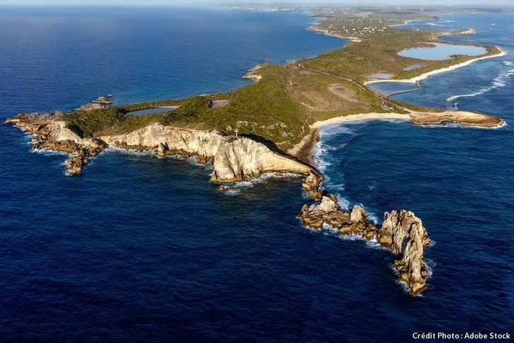 La pointe des Corbeaux et la plage de la Grande Anse (Guadeloupe)