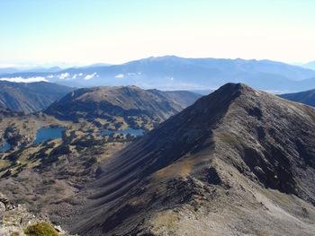 Pendant la montée, vue sur le sommet du Petit Peric