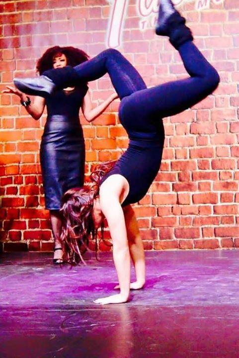 Figure acrobatique by Priscilla