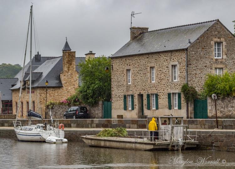 Bretagne : Dinan, le port et le club de kayak