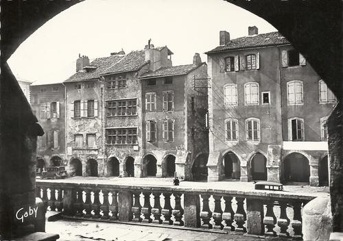 07 - Le marché de Villefranche et la place Notre Dame