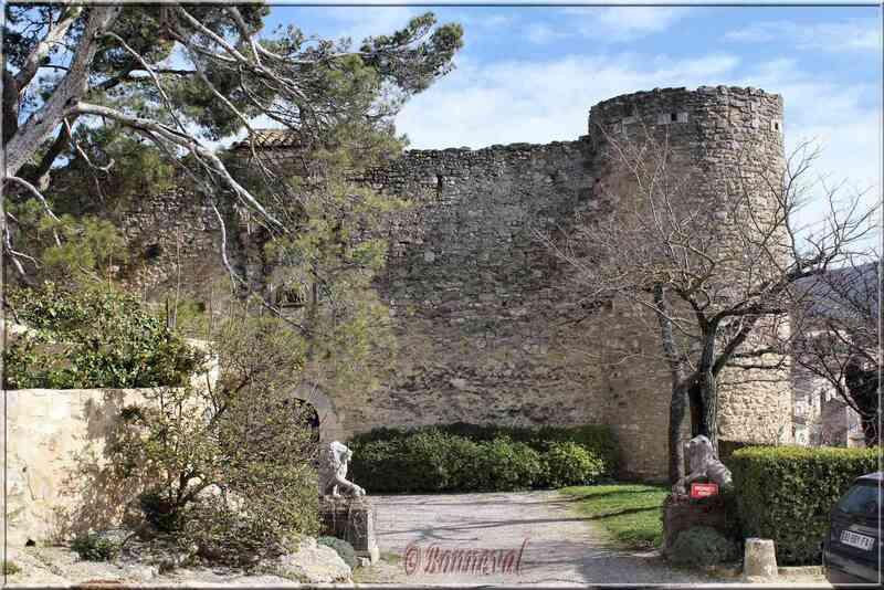 Ménerbes Vaucluse le château