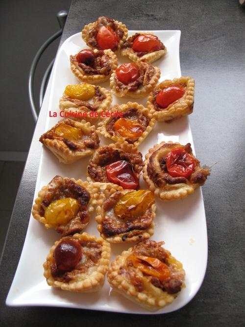 Tartelettes au caviar d'aubergines, tomates cerises et comté