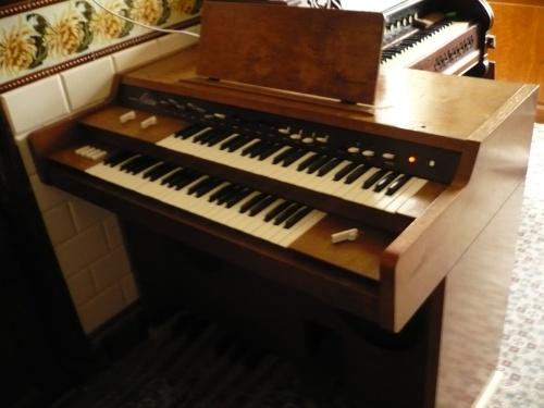 Un orgue Electone de 1962 environ