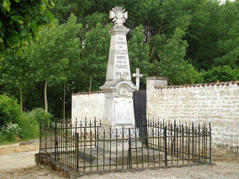 Salles-lès-Aulnay Le monument aux morts.JPG