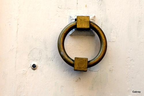 Des heurtoirs de porte