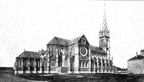 L'église Saint-Pierre sans maisons contiguës