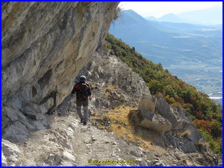 Hautes Alpes, les falaises de Ventavon, le col des Selles