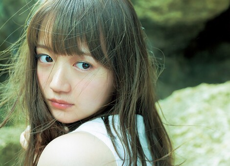WEB Magazine : ( [FRIDAY Digital - Gravure] - |FRIDAY - 13/07/2018 - Yuka Ozaki : 尾崎由香 アニメ『けものフレンズ』のメインキャラ声優が白ビキニになりました| )