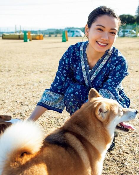 WEB Magazine : ( [FRIDAY Digital - Gravure] -  FRIDAY - 03/04/2020 - Fumi Nikaido : 二階堂ふみ 「朝ドラ」撮影現場の貴重なオフショットを掲載!  )