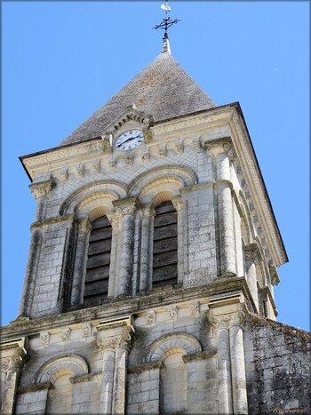 Fronton de l'église abbatiale Saint-Vincent