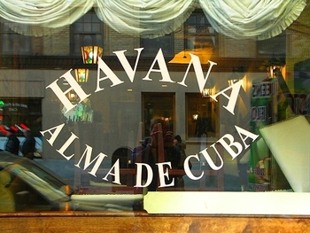 ny_greenwich_village_christmas_windows_09_havana_alma_de_cuba_491