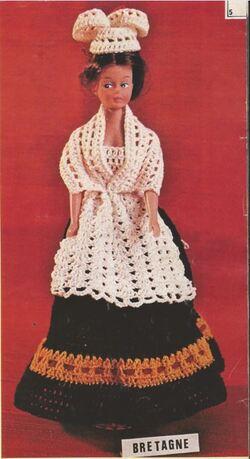 Barbie en costume régional :