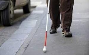 Une mal-voyante dénonce le danger des deux roues électriques sur les trottoirs