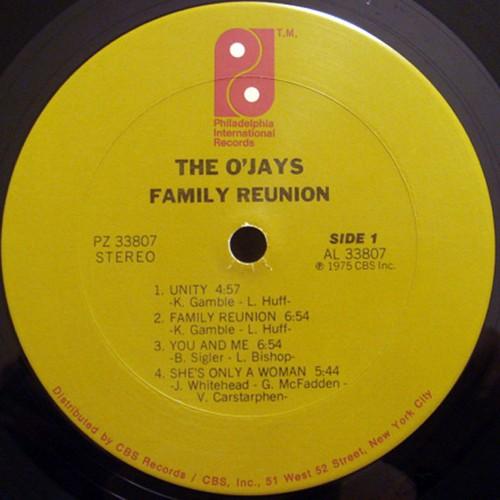 "1975 : The O'Jays : Album "" Family Reunion "" Philadelphia International Records PZ 33807 [ US ]"