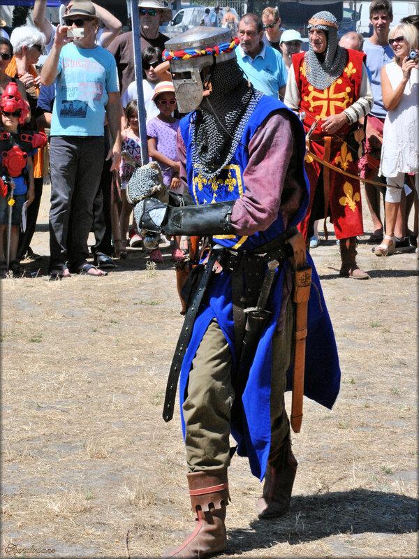 Photo de soldat médiéval : combat à l'épée