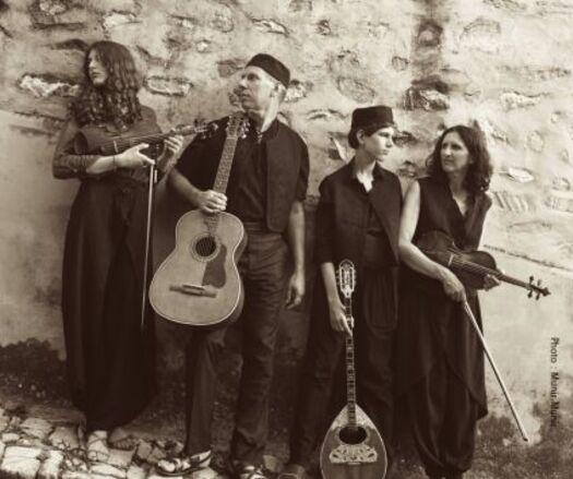 Un puis deux, puis trois, puis quatre... musiciens de Nefeles * Ioannis Vlachos (rébétiko)