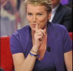 """➤ Réaction d'Élise Lucet lorsqu'on lui évoque la bombe """"Viols d'enfants, la fin du silence ?"""""""