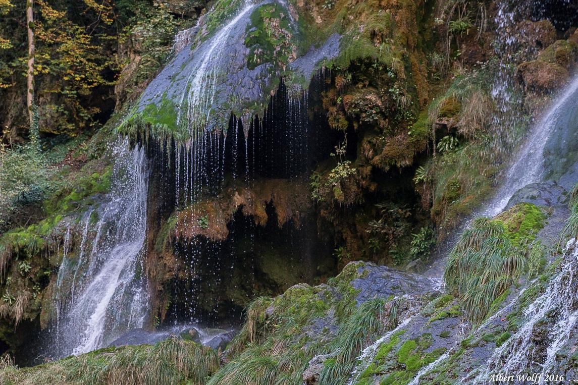 Baume - La cascade autrement. - 1 -