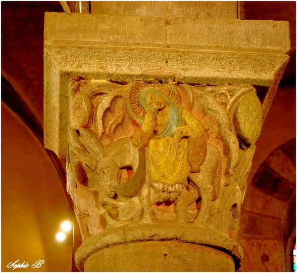 Les chapiteaux de l'Eglise St joseph de la Bourboule .