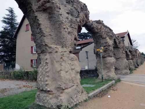 Les Acqueducs du Gier à Chaponost
