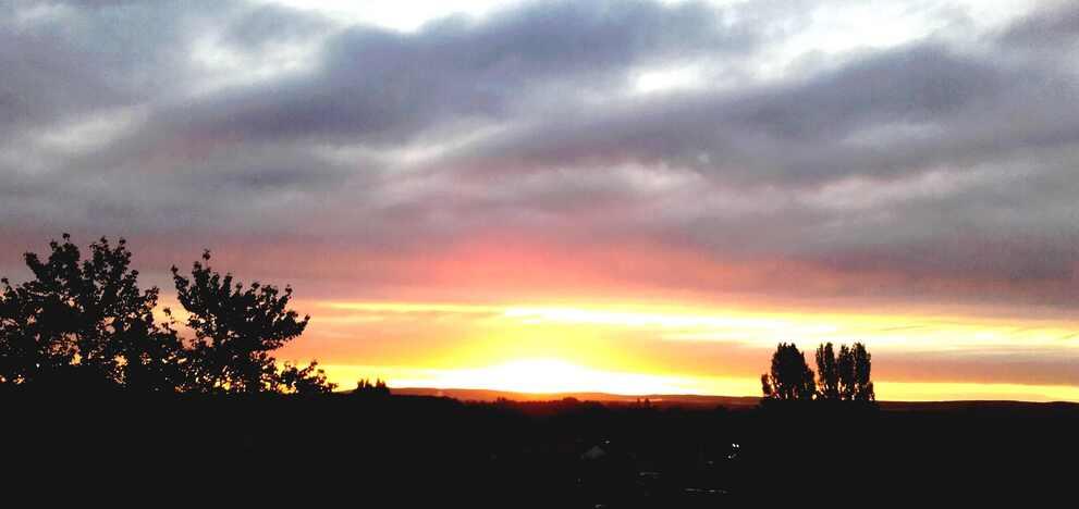 Pour vous remercier de vos encouragements, lever de soleil ce matin  (en ville, au 6è étage chez une amie)
