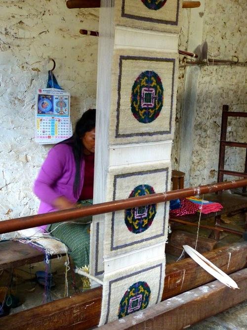 petit atelier de tissage dans un village