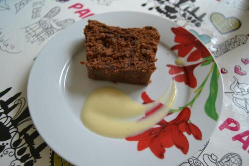 Cake au chocolat et sa crème anglaise au thé aux fruits rouges