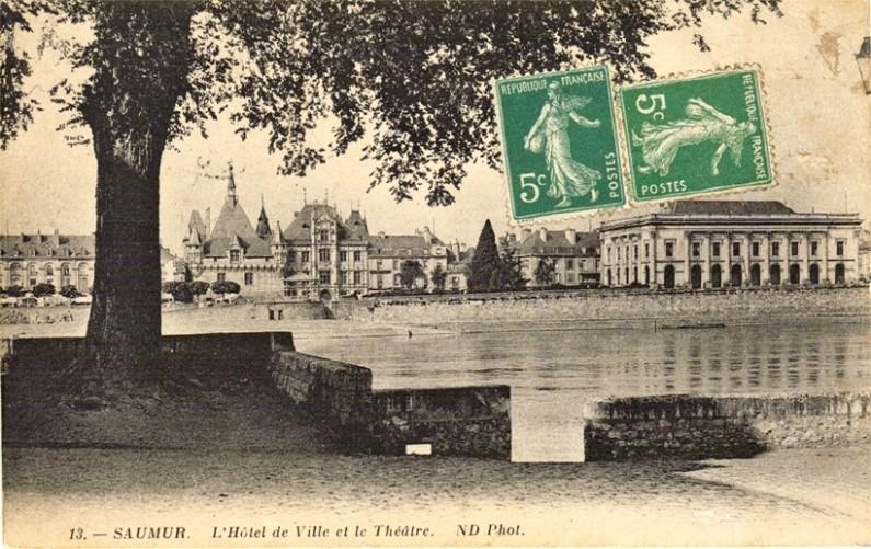 Saumur-h--tel-de-ville-et-th---otre-1915-copie-1.jpg