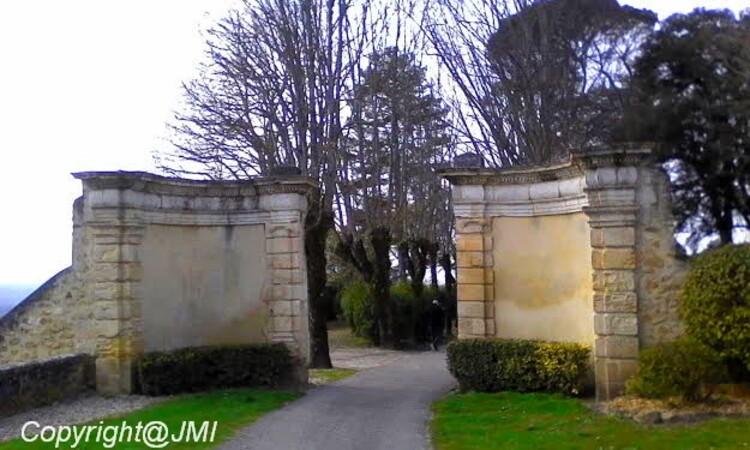MAIRIE DE SAINTE CROIX DU MONT. Adresse : Château de Tastes - 33410 Sainte Croix du Mont,le château