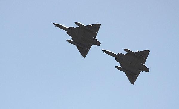 duo avions de chasse -4-