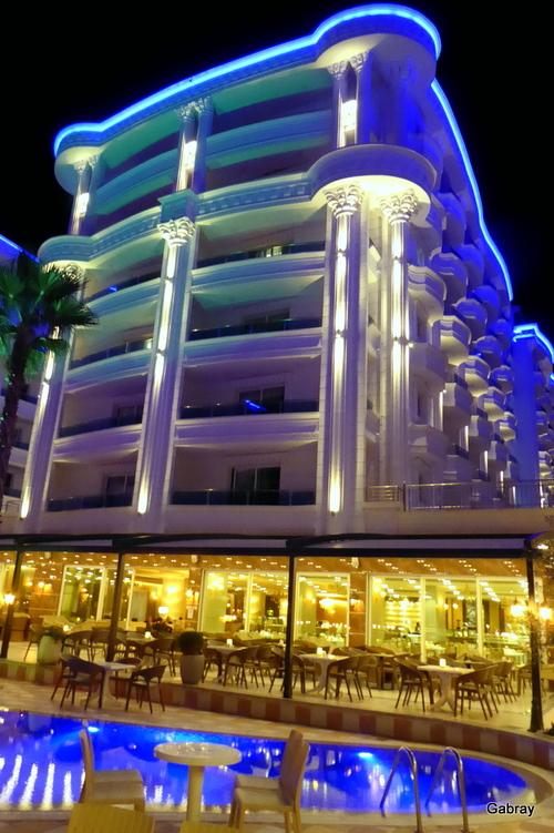 Durrës: hôtel la nuit (Albanie)