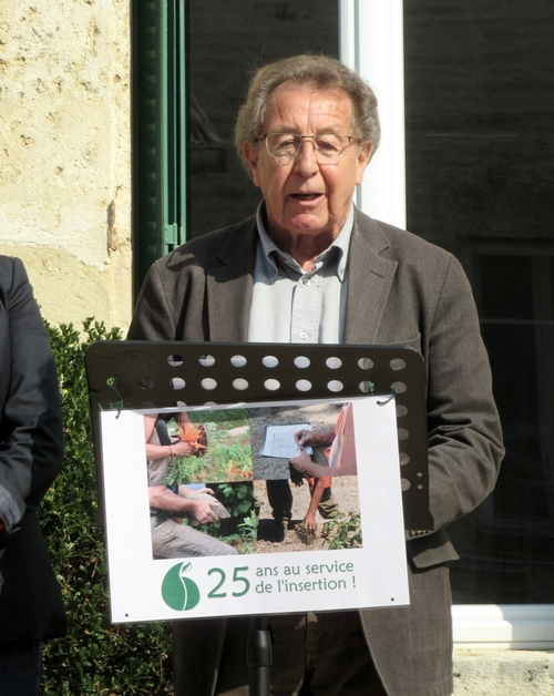 "L'Association GREN de Sainte Colombe sur Seine a reçu une voiture d'Auto Ecole offerte par l'Association ""Métal Valley"" de Montbard...."