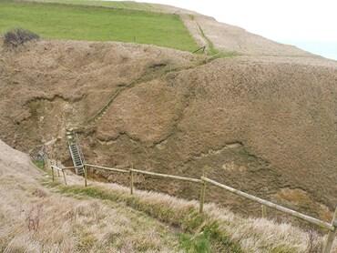 Dans le Val Pollet - Glissements de terrain - Echelles métalliques tordues et inutilisables